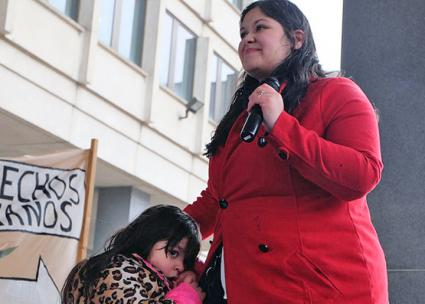 Lymarie Deida demands the release of her husband Alex Carrillo from ICE detention (Sarah Betancourt | Latino USA)