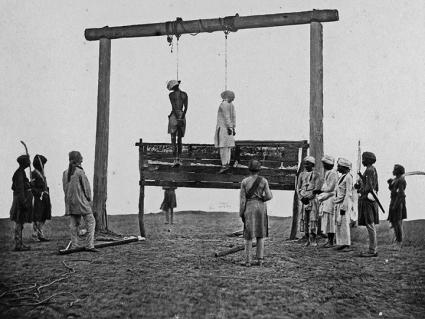 An 1857 photo of the hanging of two mutineers in Lucknow, India (Felice Beato)