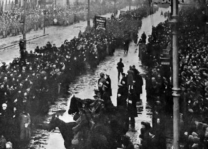 Thousands march through Petrograd to celebrate the fall of the Tsar and mourn the dead (Wikimedia Commons)