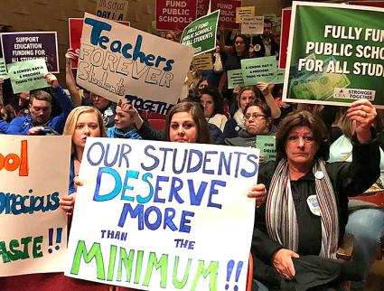 Teachers organize to demand fully funded public schools in Stratford, Connecticut (Connecticut Education Association | Facebook)