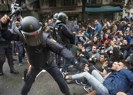 Police attack independence supporters protesting in Catalonia