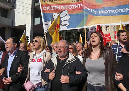 A Popular Unity contingent marches during the November 2015 general strike, with former minister Panagiotis Lafazanis at left (NPA)