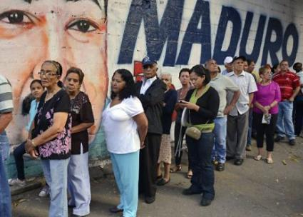 Lines outside supermarkets in Venezuela form early in the morning