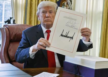 Donald Trump signs the Republicans' tax-cut rip-off into law