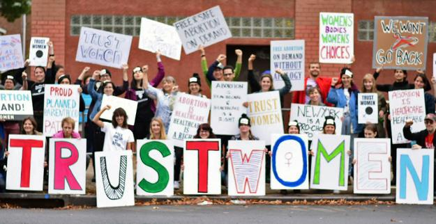 Pro-choice activists mobilize to defend an abortion clinic in the Bronx (Bernice Gomera | SW)