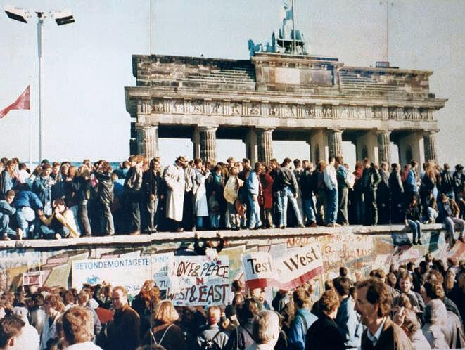 Crowds celebrate as the Berlin Wall falls