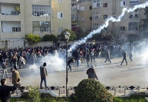 Syrian military forces fire on protesters