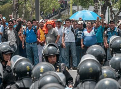 Teachers face down heavy police repression