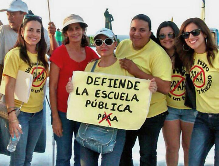 Members of the Federación de Maestros de Puerto Rico protest standardized testing and privatization