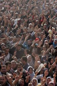 Striking textile workers demonstrate in Mahalla al-Kobra in December 2006