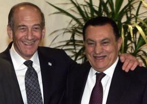 Israeli Prime Minister Ehud Olmert and Egyptian President Hosni Mubarak at a June 2006 conference