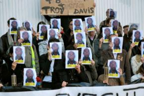 Supporters of Troy Davis demonstrate in Brussels