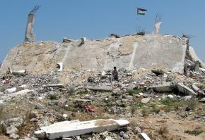 A building in the Jabaliya refugee camp destroyed by Israeli warplanes