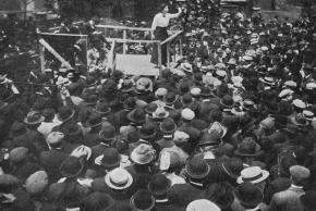 Elizabeth Gurley Flynn speaks to Paterson strikers in 1913