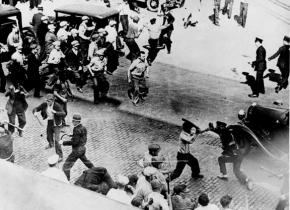 Teamsters and police deputies battle in the Minneapolis streets