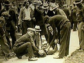Picketers surround Fank Hubay, one of two people killed by National Guardsmen during the Toledo strike