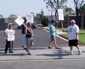 Teamsters Local 952 members on strike in 2007
