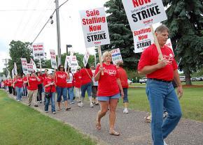 Nurses in Minnesota's Twin Cities picket outside Mercy Hospital