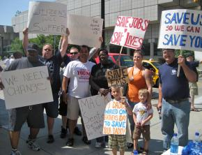 EMS workers on the picket line in Detroit in a struggle for jobs