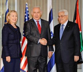PA President Mahmoud Abbas (right) with Israeli Prime Minister Benjamin Netanyahu and Secretary of State Hillary Clinton