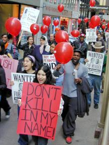 Hundreds march in downtown Chicago against Illinois' death penalty in 2002