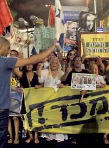 Hundreds of thousands protesting in Tel Aviv