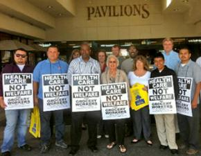 UFCW members rallying outside a Long Beach grocery store in August
