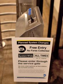 "A notice announcing free entry to the subway during the March 28 ""Fair Strike"""