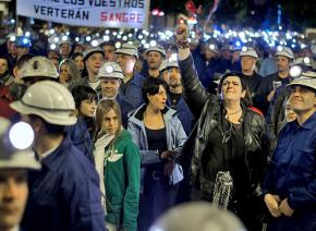 Miners with tens of thousands of supporters in León during the Black March to Madrid