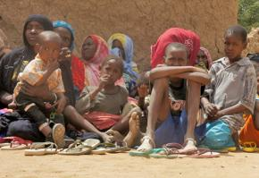 Women and children displaced by drought in Northern Mali gathered to receive emergency aid