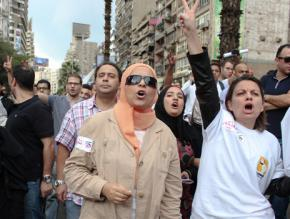 Protesters march to Tahrir Square following President Morsi's constitutional decree