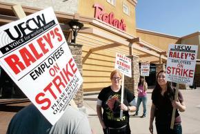UFCW members on strike outside Raley's