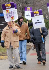 SEIU strikers hit the picket lines on the U of I campus in Urbana-Champaign