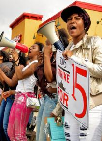 "More than 400 workers participated in the Detroit ""Fight for 15"" action"