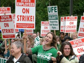Evergreen State College student support workers on the picket line