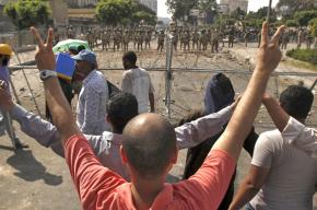 Supporters of the Muslim Brotherhood face a line of Egyptian soldiers in Nasr City