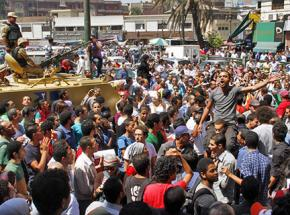 Protesters in Cairo gather to demand the release of Haitham Mohamedein