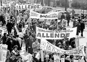 Workers' organizations march in support of Salvador Allende