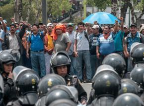 Teachers face down heavy police repression