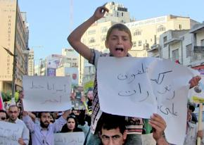 Palestinians march in Ramallah in solidarity with hunger striking prisoners