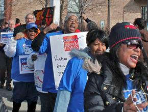 """Chicago parents and teachers protest high-stakes testing and the corporate """"reform"""" agenda"""
