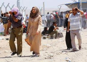 Iraqis leaving Mosul after the initial offensive by ISIS fighters
