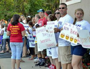 Reynoldsburg teachers rally with support from students