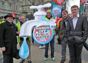Protesters defend the right to water outside the Dáil in Dublin