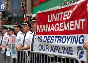 Pilots picket against United Airlines mismanagement