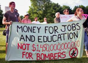 Opponents of the war machine in Vermont send their message outside a Democratic fundraiser