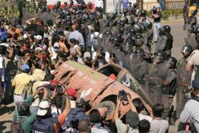 Oaxacan protesters clash with police on Election Day