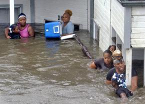 Katrina survivors make their way out of flooded buildings
