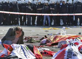 Mourning the victims of the bombing of a peace march in Ankara