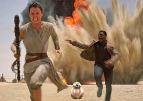 Daisy Ridley as Rey and John Boyega as Finn in Star Wars: The Force Awakens